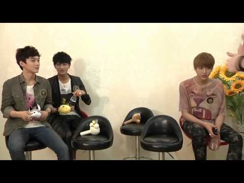 [HD][Eng Sub][Full] 120420 EXO-M Yinyuetai Interview Behind the Scenes