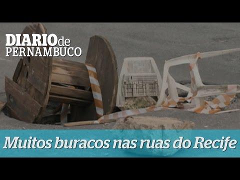 Motoristas sofrem com buracos pelas ruas do Recife