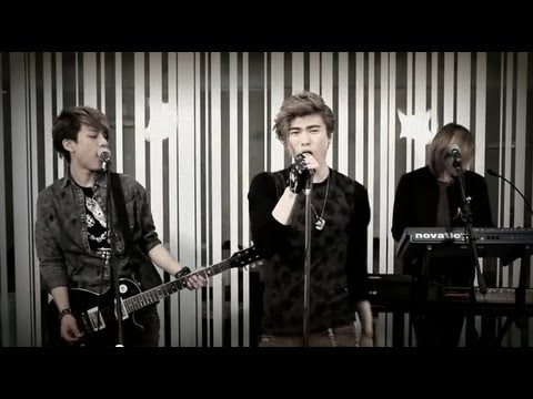 Baixar LUNAFLY cover of Locked Out Of Heaven by Bruno Mars