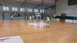 Migawka z meczu uczniów PSP w Jabłowie z kolegami z Pelplina. Potyczkę rozegrano w ramach Otwartych Mi