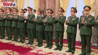 Chủ tịch nước Trần Đại Quang Thăng quân hàm cấp Thượng tướng  cho các đồng chí sĩ quan cao cấp Quân