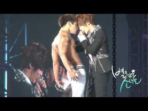 120722 SHINee World Concert 2 in Seoul(jonghyun & taemin)