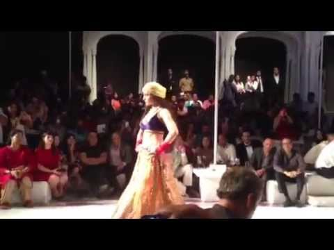 Kangana Ranaut walks for JJ Valaya Show at IBFW 2013