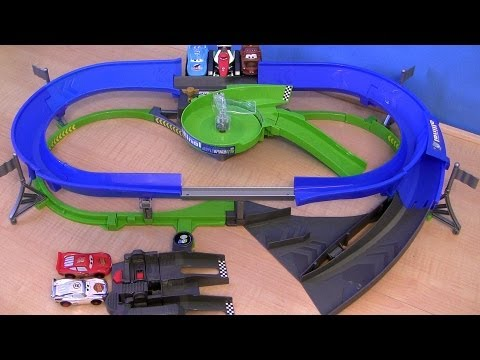 Cars 2 STUNT RACERS Double Decker Speedway 2 Levels Of Track Lightning McQueen Raceway Toys - Smashpipe Entertainment Video