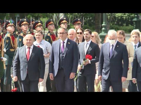 Делегация Коми с Владимиром Уйба в Москве почтила память погибших в Великой Отечественной войне.