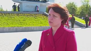 Оксана Фадина возложила цветы к памятнику труженикам тыла
