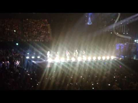 Britney Spears- Womanizer (LIVE Tokyo June 3 2017)