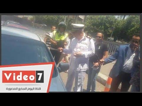 مدير مرور القاهرة يحذر سائق من الأساليب الخاطئة فى قيادة السيارات