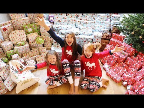 CHRISTMAS MORNING OPENING PRESENTS - MEGA SHOCK REACTION! VLOGMAS DAY 26!