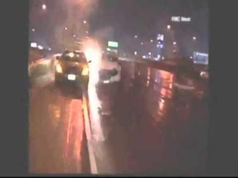 Accident filmat live pe o autostradă