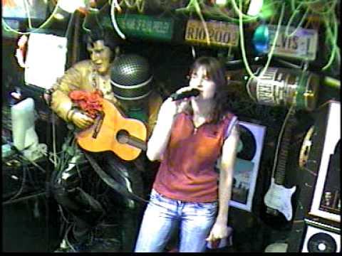 Janine singt Wenn du denkst im Karaoke Fun Pub Stuttgart http://www.funpub.de