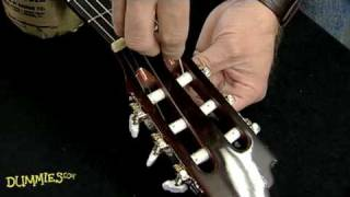 How to String a Nylon-String Guitar For Dummies