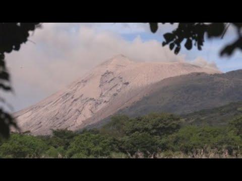 Actividad eruptiva de volcán en Nicaragua causa leves daños