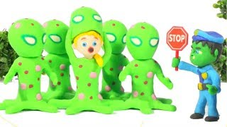 BABY POLICE STOPS THE MARTIANS ❤ SUPERHERO PLAY DOH CARTOONS FOR KIDS