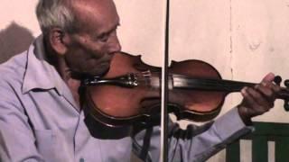 Dios Nunca Muere interpretado con un Violin Stradivarius