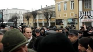 В Виннице митингующие взяли штурмом облсовет