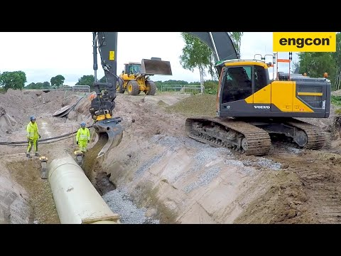 Volvo EC300EL on a water pipe project