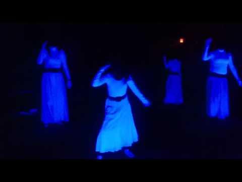 Praise You In The Storm Danza/Mimica