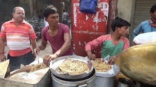 Aloo Paratha with Chana Curry | 20 Rs Per Plate | Cheap Street Food In Delhi