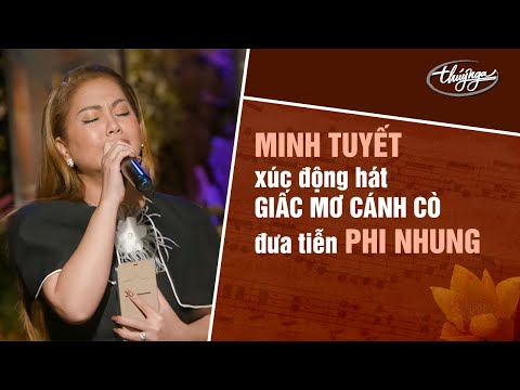 Minh Tuyết xúc động hát