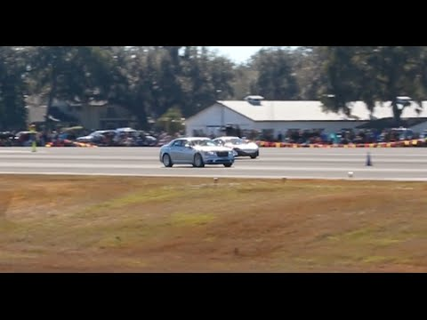 Chrysler 300 SRT8 Gets PULLS on a McLaren 650S at WannaGOFAST Ocala Florida 2016 Jumbolair