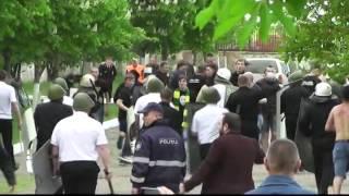 Bataie fanii cu politia