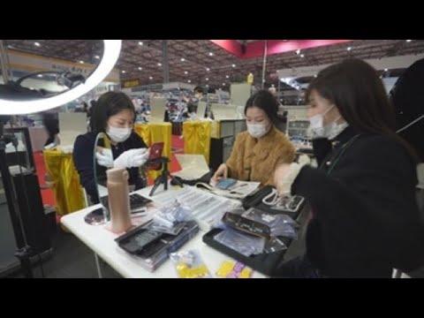 Tokio acoge una feria de joyería multitudinaria pese al estado de emergencia