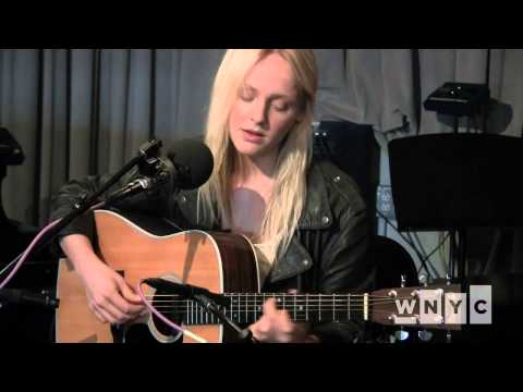 Laura Marling plays her new song