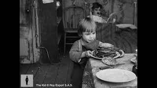 Charlie Chaplin - The Kid making pancakes