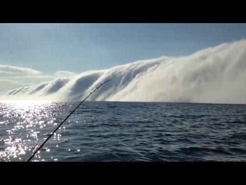 Линијата каде морето се спојува со небото