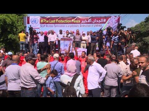 اعتصام في غزة احتجاجا على فصل موظفين وتقليص خدمات الأونروا