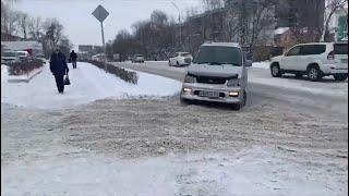 В Артёме устраняют последствия снегопада