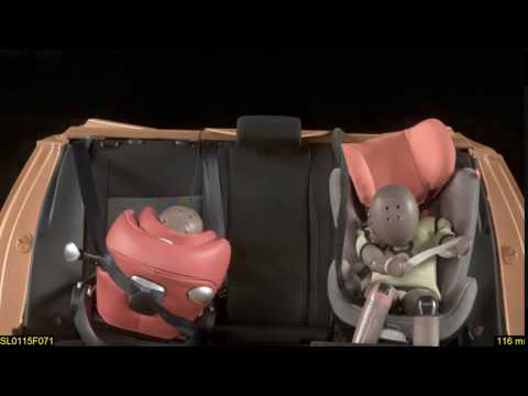 Impacto frontal en una prueba de seguridad de sillitas infantiles 2015