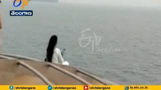 CM Devendra Fadnavis Wife Ignores Safety Warning; Snaps Se..