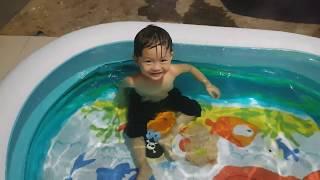 Hồ Bơi Mini Tại Nhà Cho Bé ❤ Bể Bơi Phao Mới Của Tin ❤ TinTin TV
