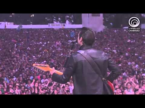 Arctic Monkeys - Do I Wanna Know ? (Les Vieilles Charrues 2014)