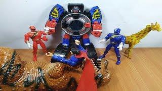 Đồ chơi robot siêu nhân cơ động đấu với khủng long của Superman
