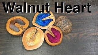 レジンを胡桃に添えて How to make epoxy in nuts neckless.