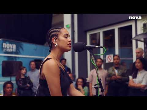 Jorja Smith - Blue Lights | Plus Près de Toi - Nova.fr