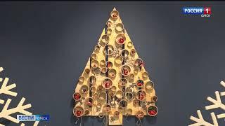 В Городском музее «Искусство Омска» открылась выставка авторской ёлки «подЕЛЬники-2»