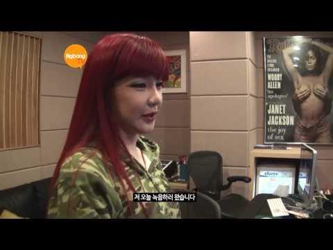 2NE1_TV_Season 2_E07-2_Visiting Pet Cafe