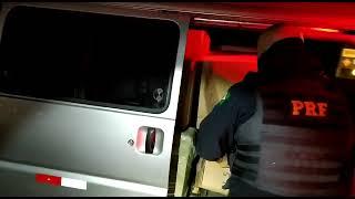 PRF prende contrabandista com van carregada de cigarros contrabandeados em Rio Grande