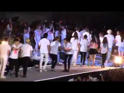 Yoona moments with SMTown Family