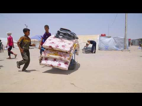 Iraq: Families struggle in desert camp