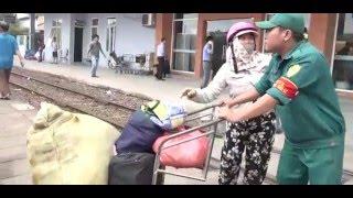 Tin Mới Nhất :Hàng nghìn hành khách vất vả về Sài Gòn khi cầu Ghềnh sập