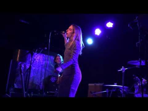 Pumarosa - Priestess live at the Lexington , January 2016
