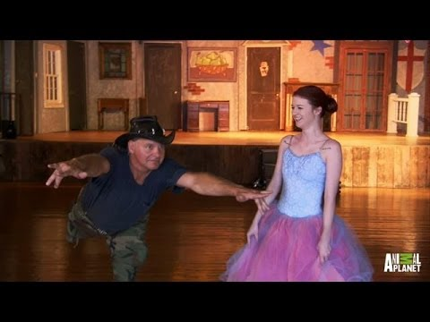 Turtleman Tries Booty Poppin', Salsa, Ballet | Call of the Wildman - Animal Planet  - IckyDFrYg0Q -