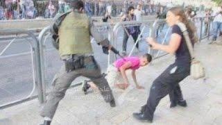 لاصحاب القلوب الضعيفة جندي اسرائيلي يضرب طفل فلسطيني 18+
