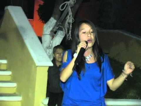 SHEILA CANTANDO EN LA FIESTA DE IRAPEO 2012