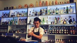 Khánh học làm Bartender từ thầy Đình Song